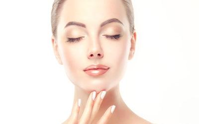Gommage d'un visage à peau sensible: 4 erreurs à éviter