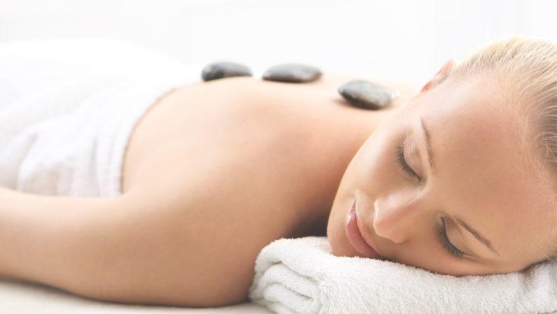 Massage-aux-pierres-chaudes-basaltes