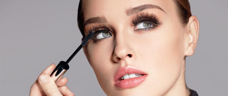 Maquillage, microblading et extension de cils: comment sublimer la beauté naturelle de votre visage?